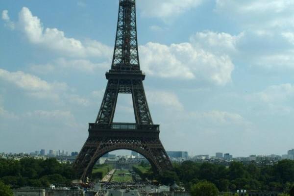 """Wycieczka doFrancji """"Paryżizamki nadLoarą"""""""