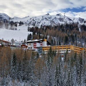 hotel wKaryntii nanarty ześwietnym Spa iWellness doskonały dla rodzin zdziećmi