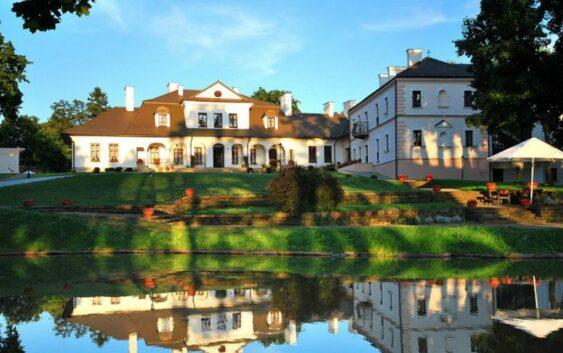 świetny hotel na wypady w Bieszczady, w odnowionym pałacyku; obiekt realizuje bony turystyczne