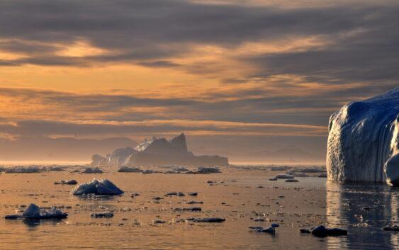 lodowiec Grenlandii podczas wycieczki na Islandię poszerzoną o Grenlandię z lotniska w Warszawie