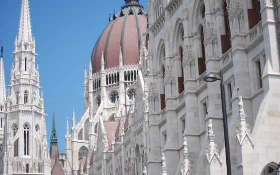 fachowo zorganizowane krótkie wycieczki do Budapesztu na weekend autokrem