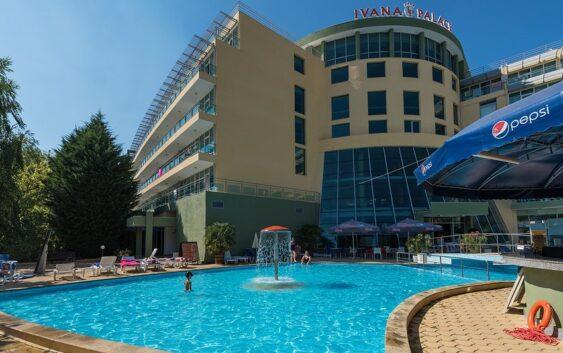 polecany hotel w Słonecznym Brzegu z dużym basenem idealny na udane wczasy w Bułgarii