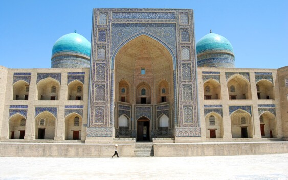 zabytkowy meczet w Bucharze podczas wycieczki po Uzbekistanie